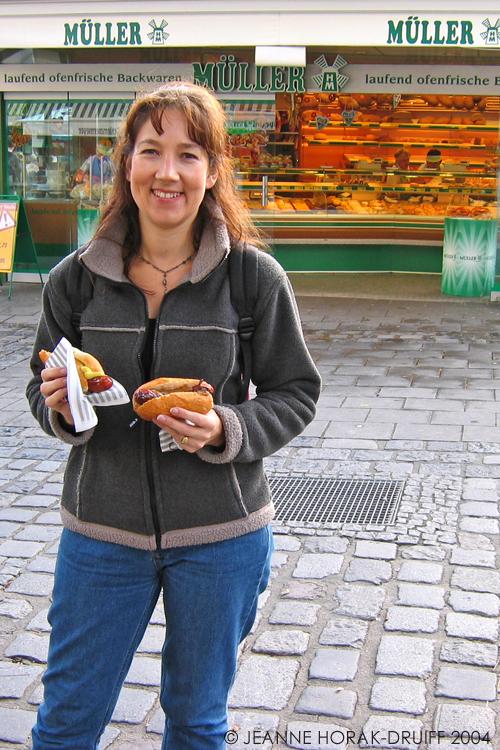 Eating streetfood in Munich