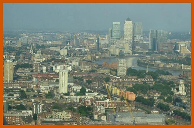 Gherkin Canary Wharf view © J Horak-Druiff 2006