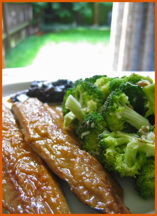 Broccoli salad with smoked mackerel
