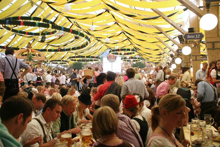 Munich-Oktoberfest-tent © J Horak 2019