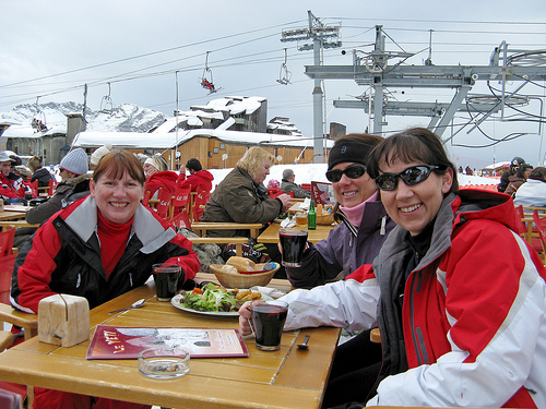 Les Girls at Le Yeti, Avoriaz