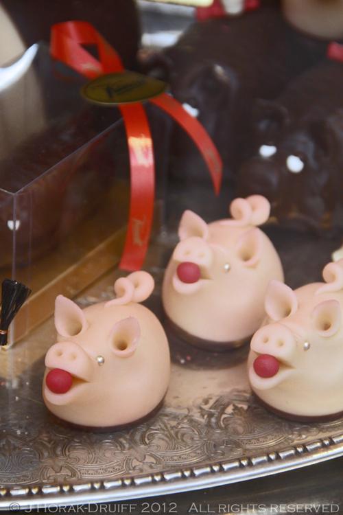 Goteborg Saluhallen marzipan pigs © J Horak-Druiff 2012