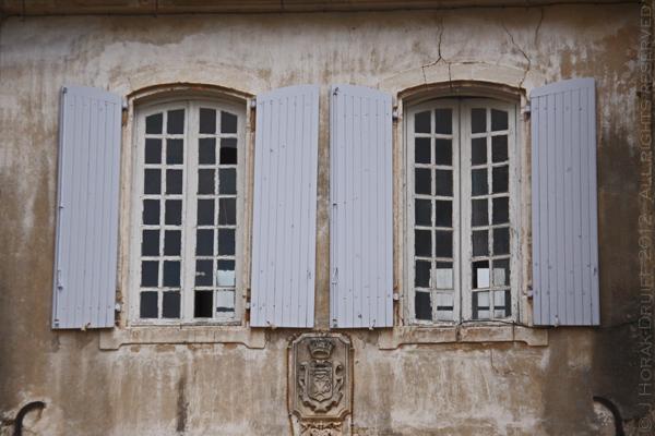 Menerbes blue shutters © J Horak-Druiff 2012