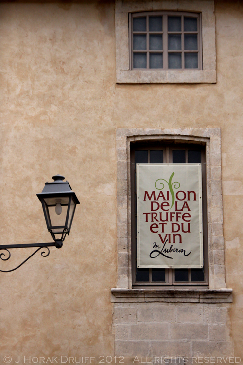 Post image for Visiting the Vaucluse: La Maison de la Truffe et du Vin, Menerbes