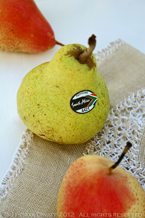 Green pear © J Horak-Druiff 2012
