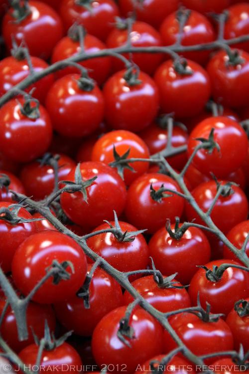 Bologna market tomatoes © J Horak-Druiff 2012