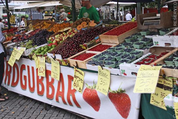 Malmo farmers market fruit stall © J Horak-Druiff 2012