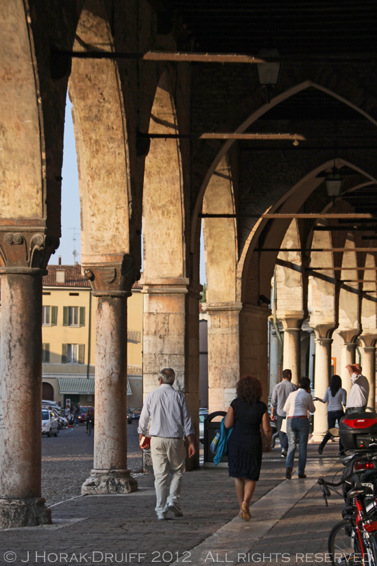 Ducal-palace-arches-Mantova