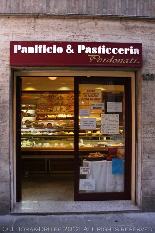 Ferrara bakery exterior © J Horak-Druiff 2012