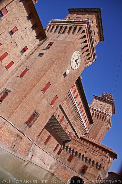 Ferrara Castello Estense © J Horak-Druiff 2012