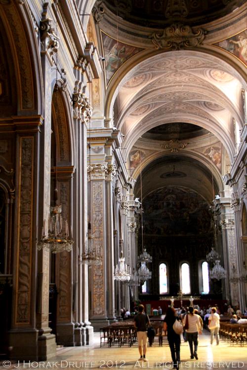 Ferrara basilica interior © J Horak-Druiff 2012