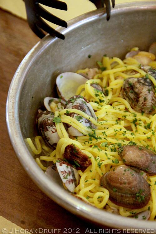 Ferrara restaurant spaghetti vongole © J Horak-Druiff 2012