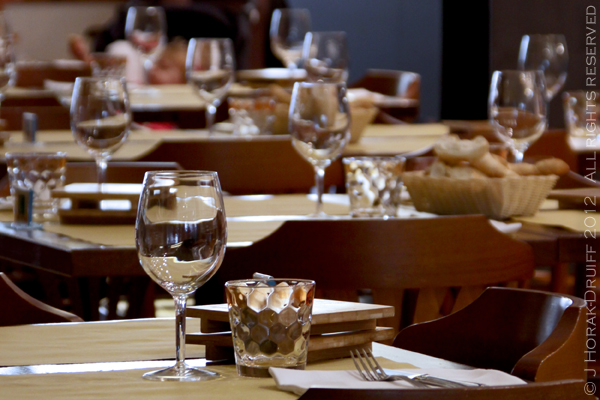 Ferrara restaurant tables 2 © J Horak-Druiff 2012