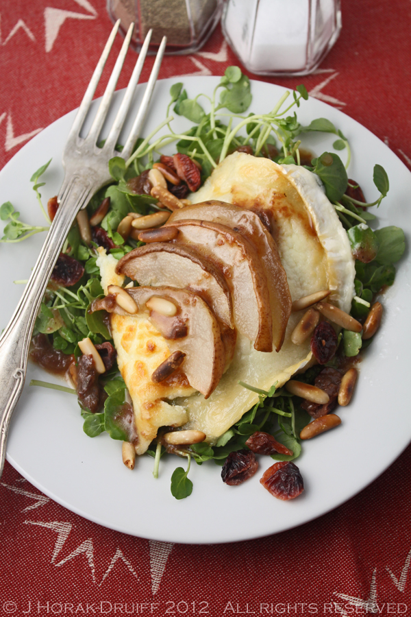 Post image for Grilled goat's cheese and pear salad with cranberries & pine nuts