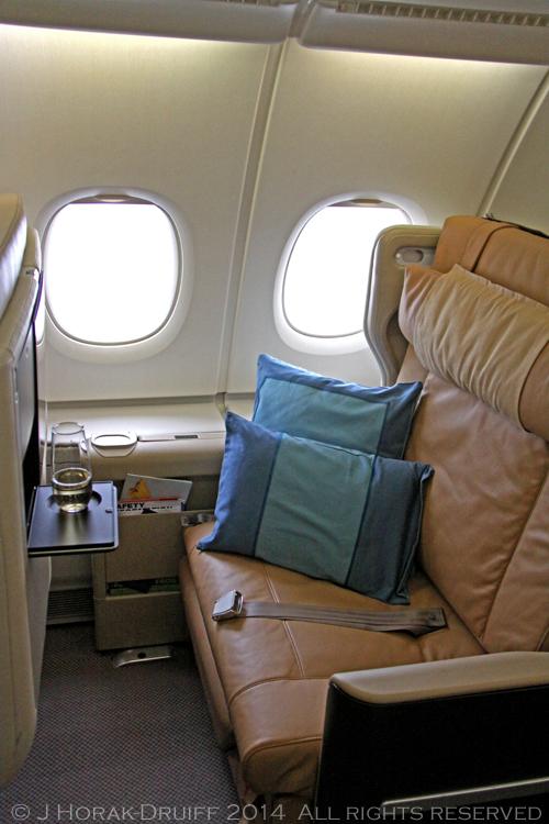 SingaporeAirlinesA380BusinessClassSeat © J Horak-Druiff 2014