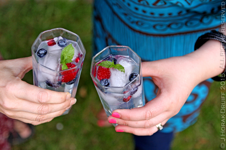 his twist on the traditional G&T can be whipped up in minutes using nothing more complicated than a jam jar, gin, tonic and berries!