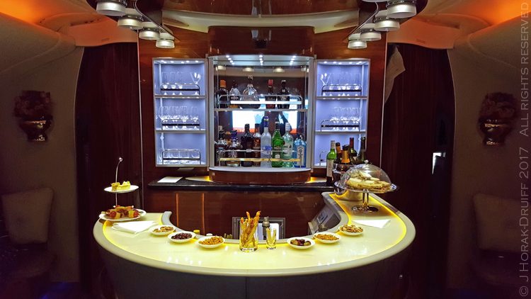 Emirates-A380-Bar_1