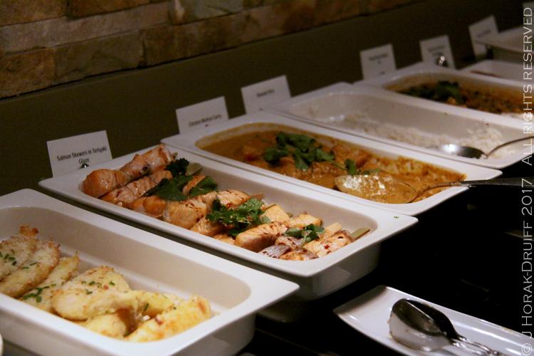 Emirates-lounge-hot-food