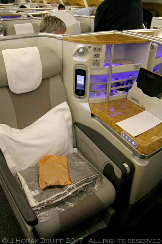 EmiratesBusinessClassSeat1