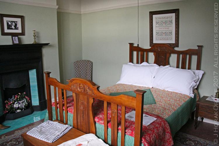 SwanseaDylanThomasHouseBestBedroom