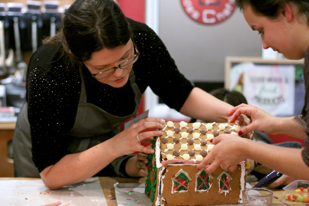 NEFF-gingerbread-house-bakeoff-roof2