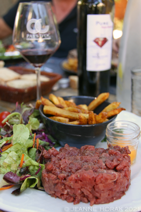 Beef tartare and fries