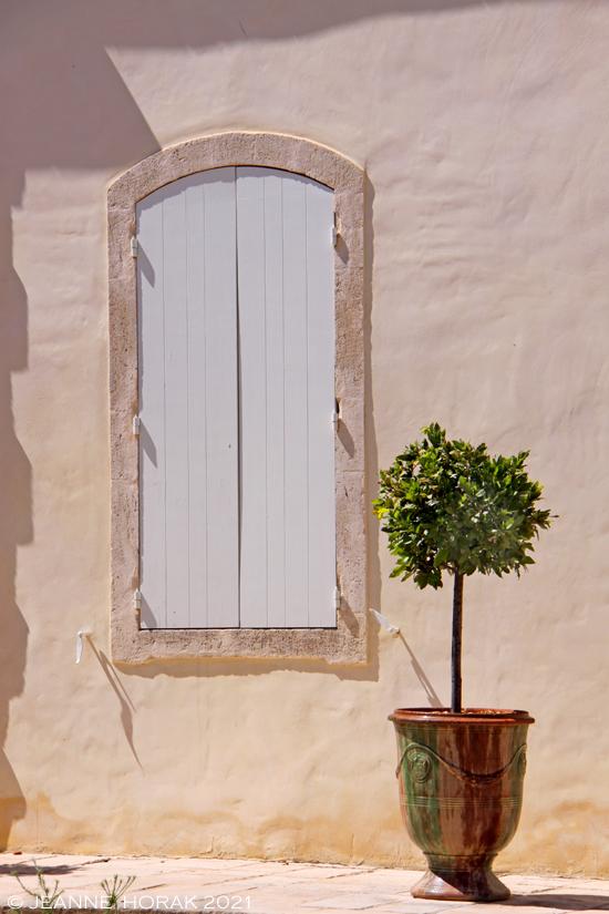 Domaine La Provenquiere doorway